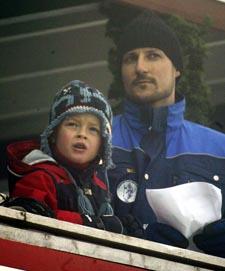 Kronprins Haakon og Presseforbundet er enige om at mediene skal vise varsomhet i omtalen av barna. Her med Marius på Holmenkollsøndag (Foto: Lise Åserud, Scanpix)