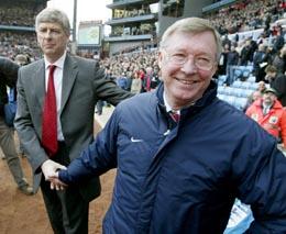Alex Ferguson (t.h.) kunne smile langt berdere enn kollega Arsene Wenger etter kampen på Villa Park (Foto: Simon Bellis, Reuters)