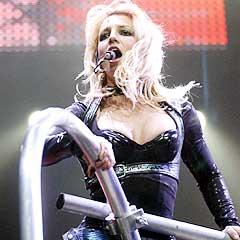 For utfordrende? Britney Spears har blitt kritisert for å være for utfordrende i sine konserter. Foto: AP Photo / The Moline Dispatch.