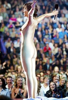 <b>Strippet:</b> Alanis Morissette opptrer