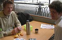 Petter Holst (til v.) og Morten Gjeldstad. Foto: NRK