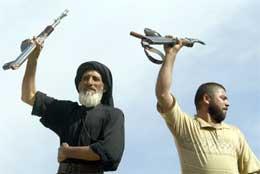 Tilhengere av Moqtada al-Sadr kan ha mistet en av sine ledere, men lover fortsatt kamp (Scanpix/AFP)