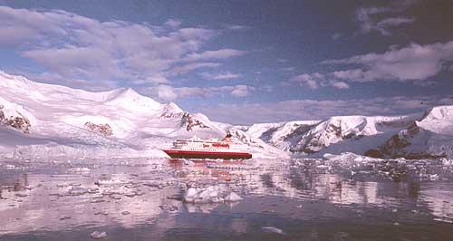 MS Nord-Norge i isen ved Antarktis. Foto: Roman Hereter, OVDS.