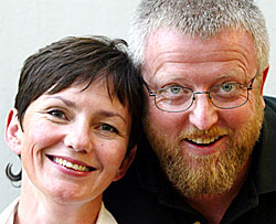 Nitimen med Karin Wetlesen og Hans-Petter Jacobsen er stadig Norges mest populære radioprogram og NRK P1 er stadig landets mest populære radioprogram viser lyttertallene for 1. kvartal 2004. (Foto: Gorm Kallestad/Scanpix)