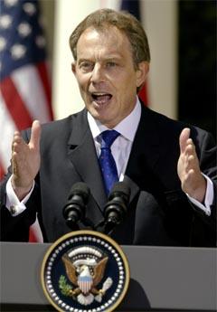 Tony Blair forsøkte å gi et inntrykk av britisk-amerikansk besluttsomhet i Irak-konflikten på pressekonferansen etter møtet med George W. Bush i Washington i dag. (Foto: Reuters/Scanpix)