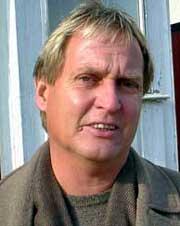 -Sesongen er ikke slutt. Vi reiser til Stavanger for å ta tre poeng fra Viking, sier Harry Hansen. Foto: Rainer Prang, NRK.