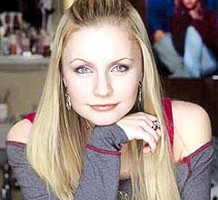 """19 år gamle Lindsey Haun spiller hovedrollen Holly i filmen """"Brave new girl"""". Foto: ABC Family."""