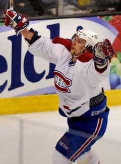 Montreal Canadiens Richard Zednik jubler over det første av sine to mål. (Foto: AP/Scanpix)
