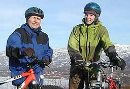 Aina Borch og Ingrid Golten sykler for fred gjennom tre land i Midtøsten.