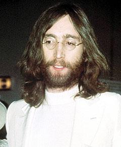 John Lennon skrev en autograf femten minutter før han døde i 1980. Nå er den til salgs. Her er han i 1969. Foto: AP Photo.