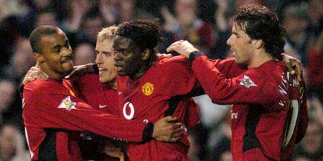 Louis Saha fortsetter å score mål i United-trøya (Foto: AFP)