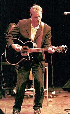 Steve Harley sliter med sykdom, men føler seg hjemme på scenen. Foto: Promo.