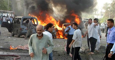 Over 60 er drept i bombeeksplosjonene i og rundt Basra sør i Irak i dag tidlig. (Foto: AP/Scanpix)