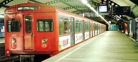 Det var helt tomt for folk på Stortinget T-bane stasjon under streiken i 1998. På lørdag blir det mye folk og full musikk. Scan-Foto: Tor Richardsen.
