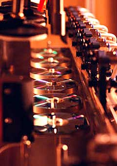Det er store store penger å tjene på salg av piratkopierte cd-er. Foto: Arkiv.