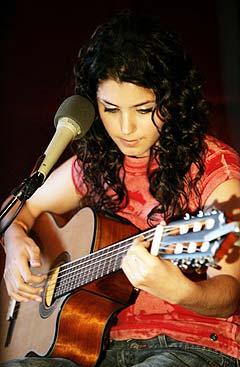 Katie Melua kommer fra den tidligere sovjetrepublikken Georgia, men bodde i Nord-Irland fra hun var åtte. Siden flyttet hun til London, som i dag er basen for hennes blomstrende musikkarriere. Foto: Cornelius Poppe, Scanpix.