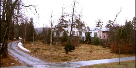 Tunet og de gamle bygningene på Retiro kan bli bevart med boligbygging i parken bak. Foto: Gunnar Sandvik