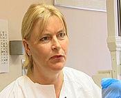 1. amanuensis Tiril Willumsen ved Odontologisk fakultet i Oslo råder deg til å selv ta kontrollen over situasjonen når du sitter i tannlegestolen. Foto: NRK Puls