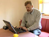 Lorentz Eldjarn har brukt mye tid i telefonen og foran datamaskinen , for å bli hørt. Men har ikke fått noe svar.