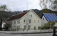 Boalth-huset - tidlegare Yris hotell på Nordjordeid. (Foto: Ottar Starheim, NRK)