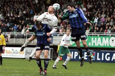 Publikum følger spent med under eliteseriekampen mellom Ham-Kam og Stabæk. (Foto: Cornelius Poppe/Scanpix)