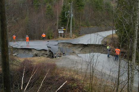Fylkesvei 148 i Modum. Foto: Kjell Wold, Vegen og Vi.