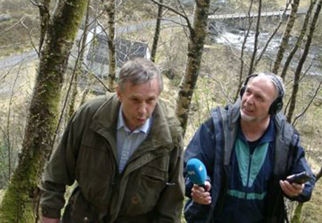 Leidulf Solheim og Egil Torheim på veg opp Stegane. Foto: Åse Børve/NRK