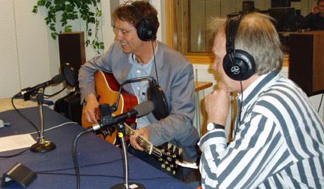 Gustav Lorentsen og Øystein Dolmen i studio hos NRK Hordaland. Foto: Tom Arne Moe/NRK