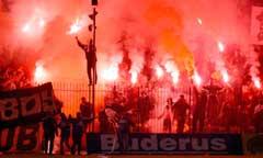 Fargerikt og livlig på hjemmekampene til Panathinaikos. (Foto: Scanpix)