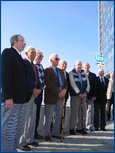 De 8 veteranene fra Glasgow fikk sine deltakermedaljer i minnemarkeringa på Rica Seilet fredag.