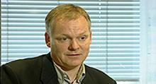 Professor Terje P. Hagen hevder at lønnsoppgjørene for sykehuslegene er hovedårsaken til de store underskuddene ved sykehusene.