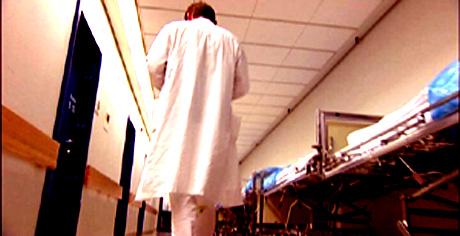 Sykehus-underskuddene fører trolig til omfattende kutt i stillinger.