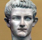 Skulptur av Caligula uten farger.
