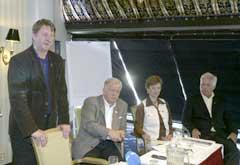 Den nasjonale søknaden for OL 2014 ble mandag overlevert til det nye styret i NIF. Bildet viser fra venstre Tromsøs ordører Herman Kristoffersen, tidligere ordfører Erlend Rian, Trude Dybendahl Hartz og Arne Myhrvold. (Foto Morten F. Holm / SCANPIX)
