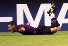 Portos Derlei jubler over målet. (Foto: AFP/Scanpix)