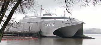 """HSV 2 """"Swift"""" jager ubåt blant annet ved hjelp av delfiner. Foto:Defenselink."""