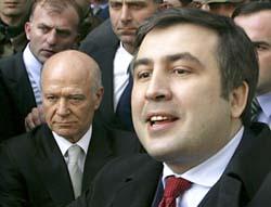 President Saakasjvili (t.v.) og Aslan Abasjidse etter møtet i dag. (Foto: AP)