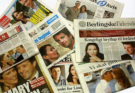 Forsidene på danske aviser lar ingen være i tvil: Kronprinsparet skal gifte seg (Allan Lundgren/Scanpix)