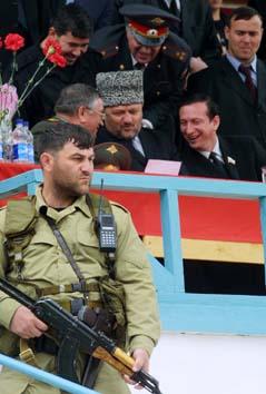 Sikkerhetstiltakene var høye under feiringen av den russiske festdagen. Bildet er tatt kun minutter før bomben gikk av. Foto: Musa Saulayev.