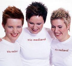 Trio Mediæval møter du i programmet Megafon på NRK1 tirsdag klokka 22.30. Foto: Robert Lewis.