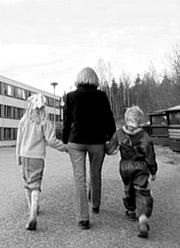 """Mona Renate Engkvist og familien lever under fattigdomsgrensa i Norge. Hun står sammen med flere andre i boka """"Fattig talt"""" for å synliggjøre den nye fattigdommen i Norge."""