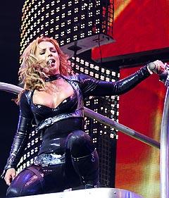 Britney Spears har fått vondt i kneet, og avlyser sin USA-turné. Her under hennes konsert i Oslo Spektrum i mai. Foto: Håkon Mosvold Larsen / SCANPIX.