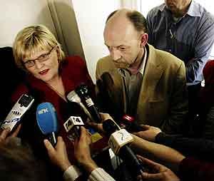Eli Ljungren f.v. og Arild Hamre fra Hotell- og Restaurantarbeiderforbundet. Foto: Cornelius Poppe / Scanpix