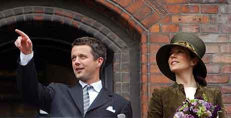 Kronprins Frederik og Mary Donaldson på Rådhuset. Foto: John McConnico, AP