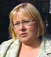 Kommunalminister Erna Solberg mener Ap driver en svertekampanje.