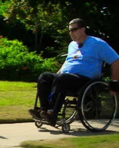 Judson Sommerville brakk ryggen i en ulykke og trenger å få utviklet nytt nervevev rundt skadestedet.