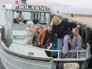 Fylkespolitikerne har vært på befaring på øya og likte det de så. Foto: NRK