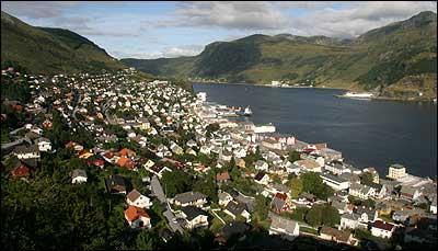 Måløy fekk elektrisk lys i 1991. (Foto: Arild Nybø © 2003)