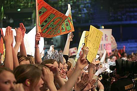8.000 Idol-fans heiet på de to finalistene i Oslo Spektrum. Foto: Gunnar Lier, Scanpix.