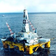 «Polar Pioneer» skal bore ti brønner på Snøhvit, men Statoil legger opp til å ha oljeverneutstyr på bare to av dem. (Foto: Transocean)